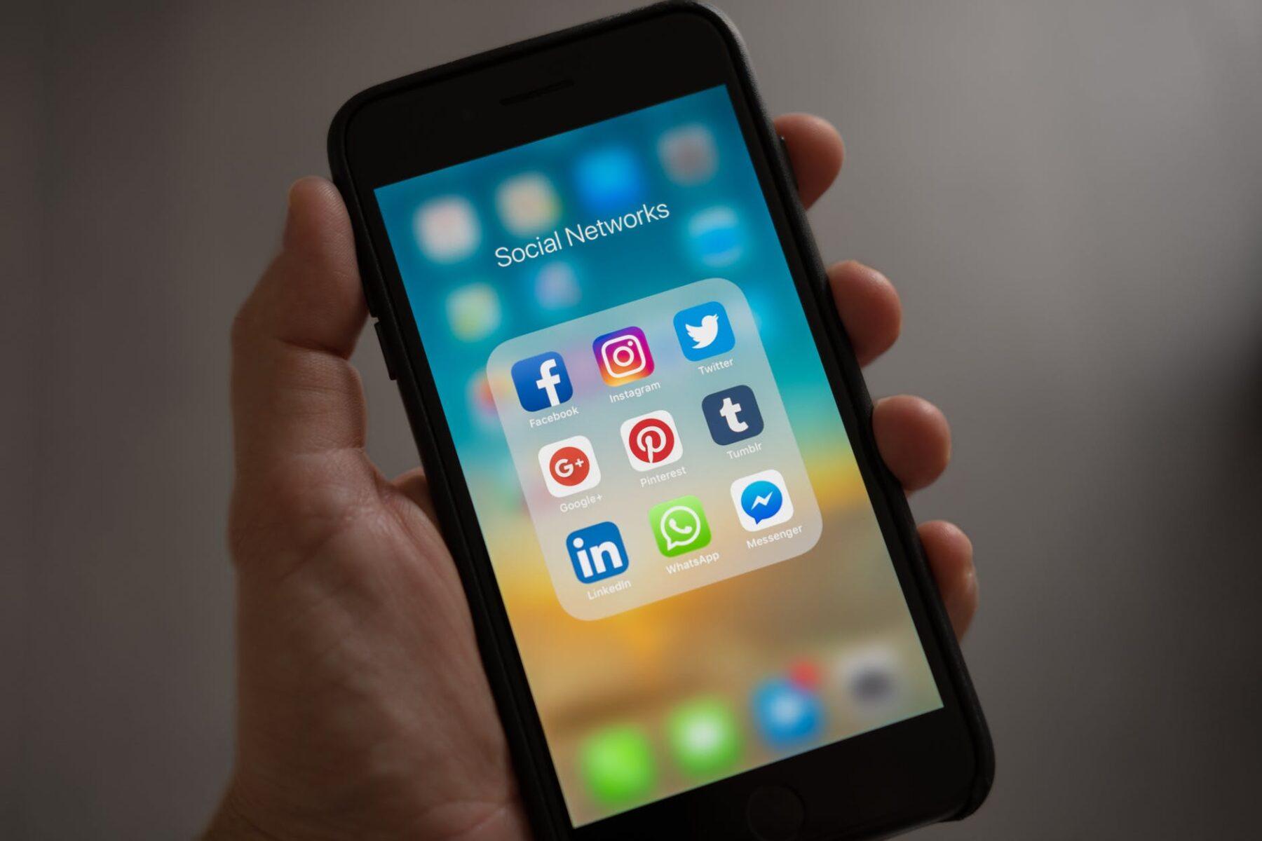 Facebook, Twitter, Instagram, Google näme üçin mugt?